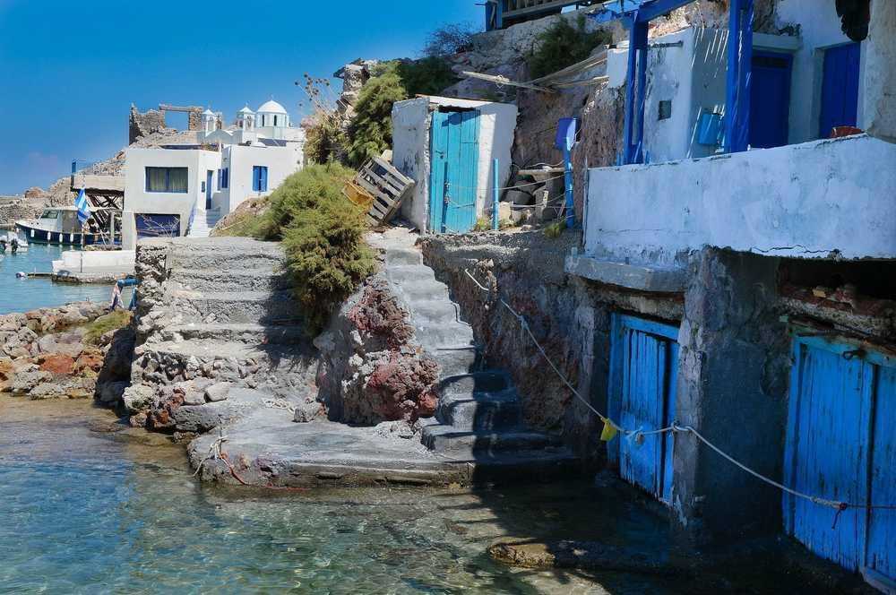 Milos, village de bord de mer des cyclades