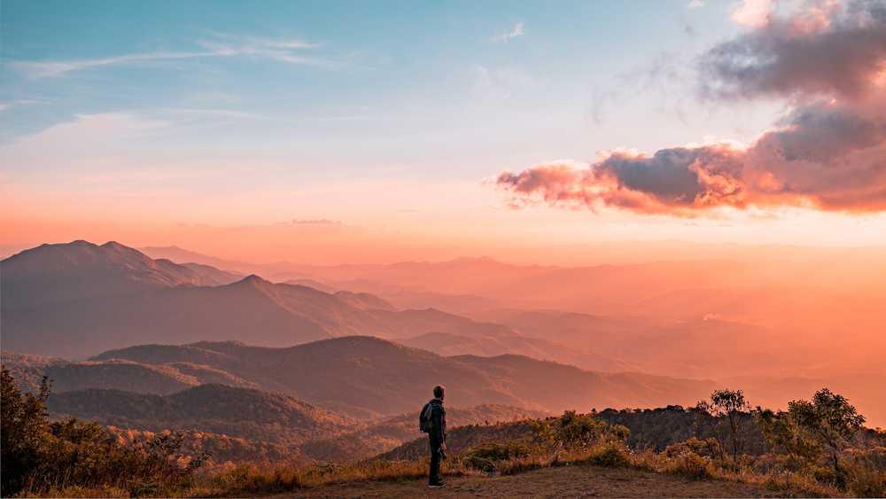 Randonneur dans les montagnes du nord Thaïlande