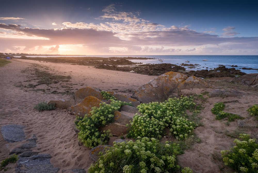 Coucher de soleil sur une plage de l'île d'Yeu