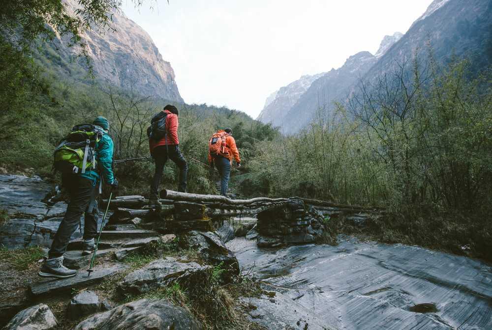 Randonneurs dans le massif de l'Annapurna
