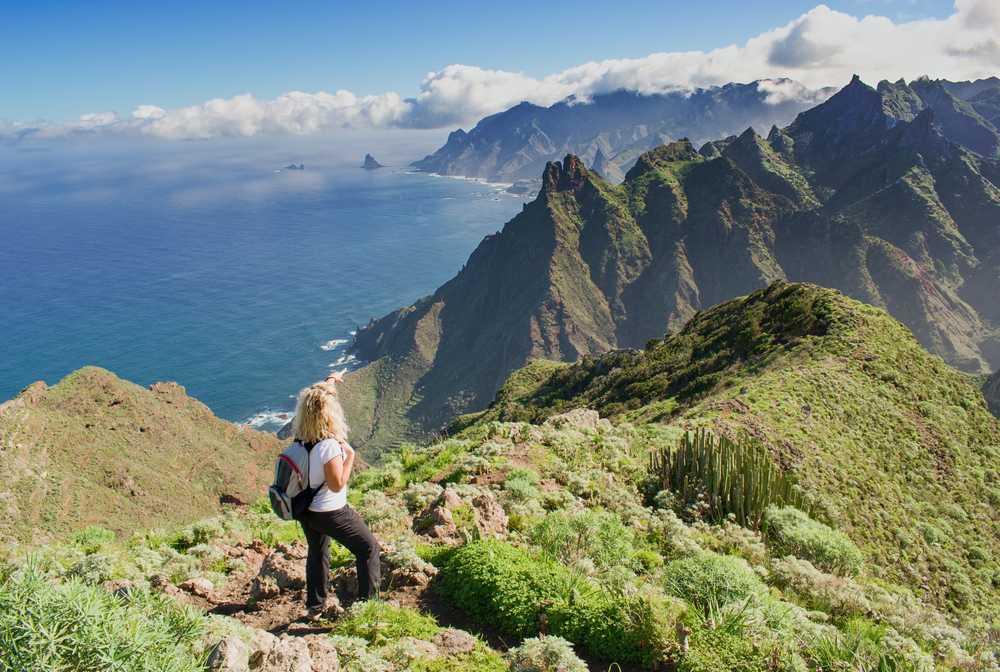 Randonneuse dans les montagnes de Tenerife