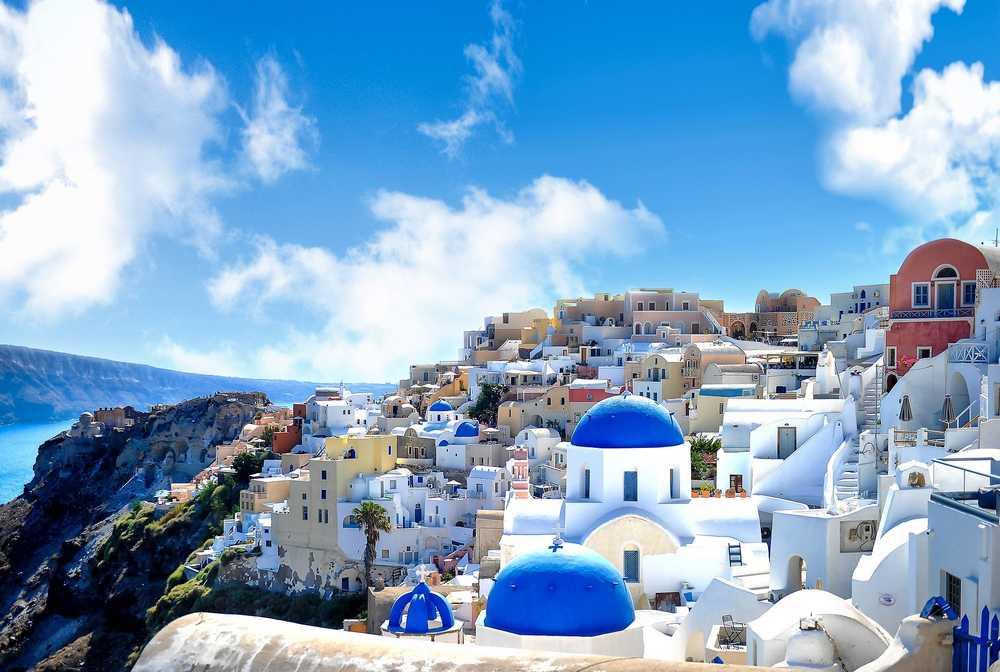 Village sur l'ile de Santorin dans les Cyclades