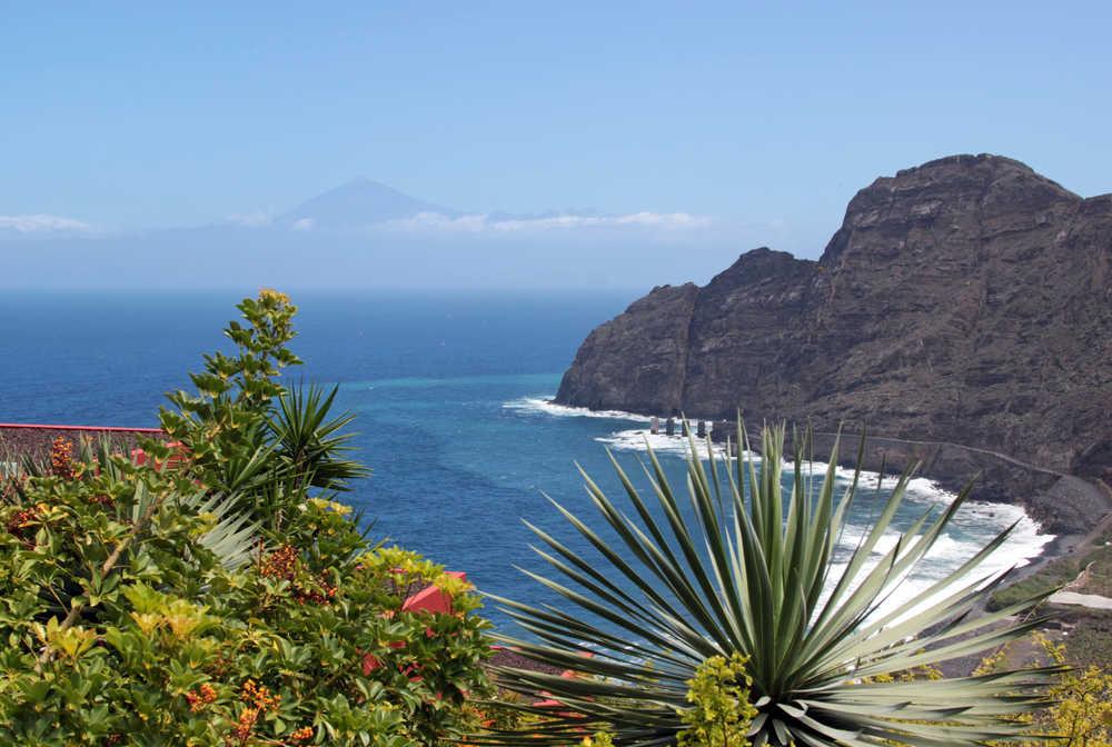 Vue depuis La Gomera avec le Teide au loin