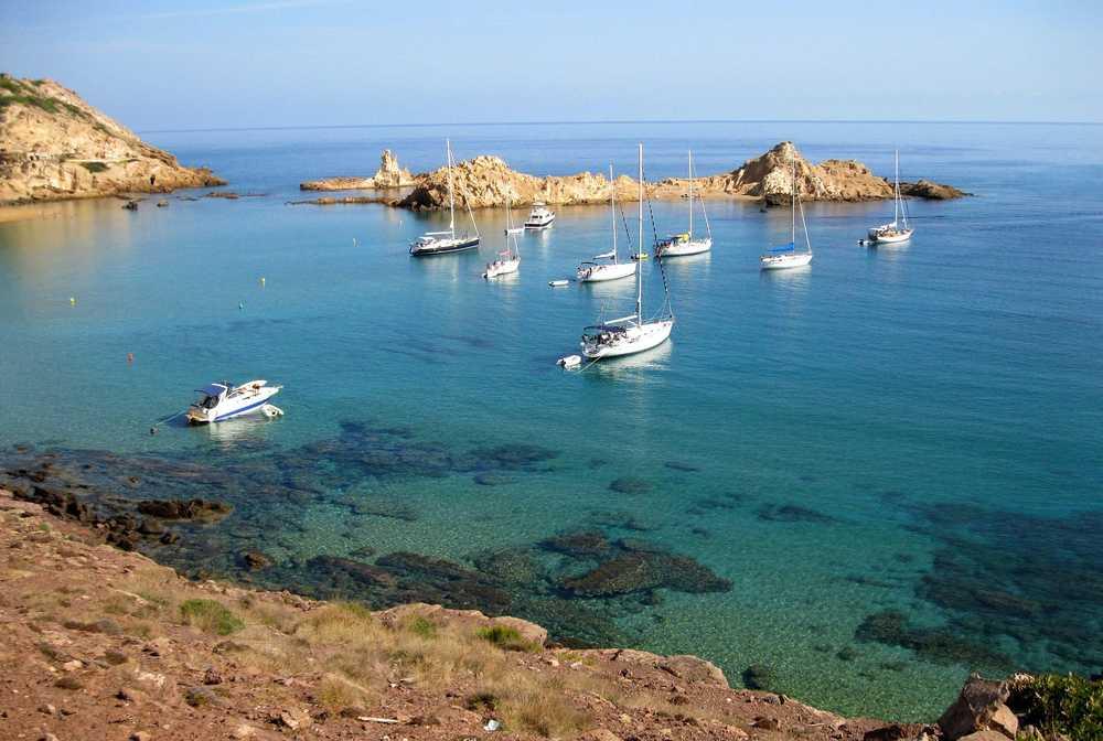 Vue sur la mer en randonnée côtière à Minorque