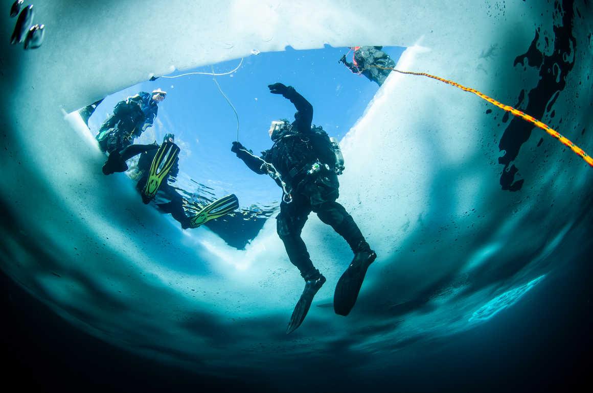 Plongée sous glace au Canada