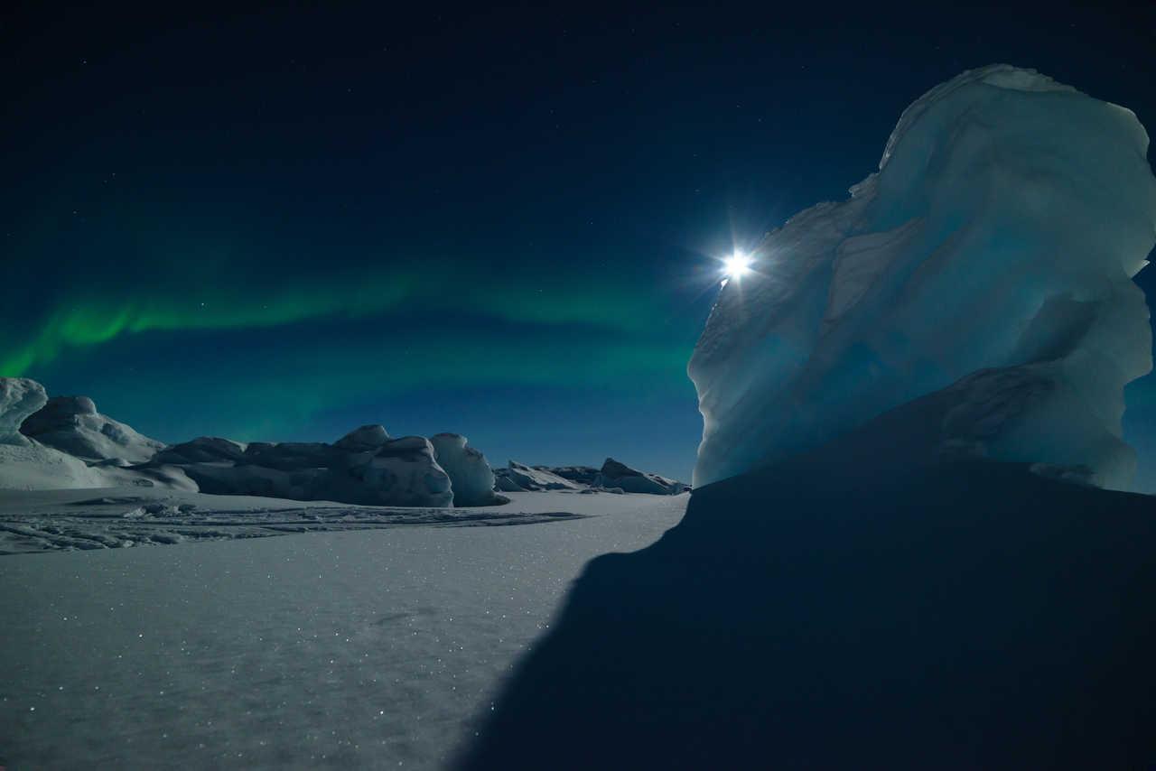 Aurore boréale et iceberg Groenland
