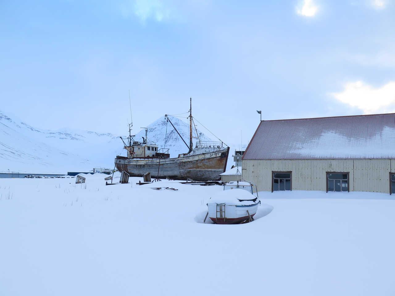 Bateau dans la neige, Islande