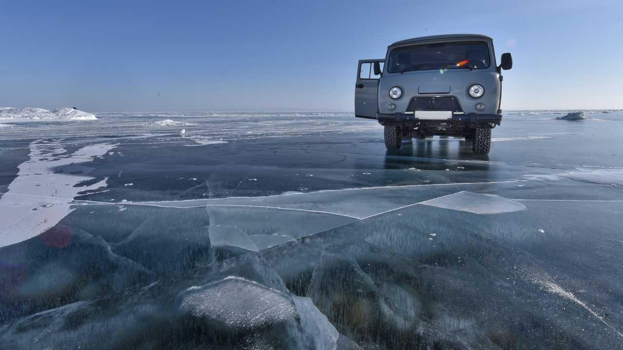 Camion UAZ sur le lac Baikal, Russie
