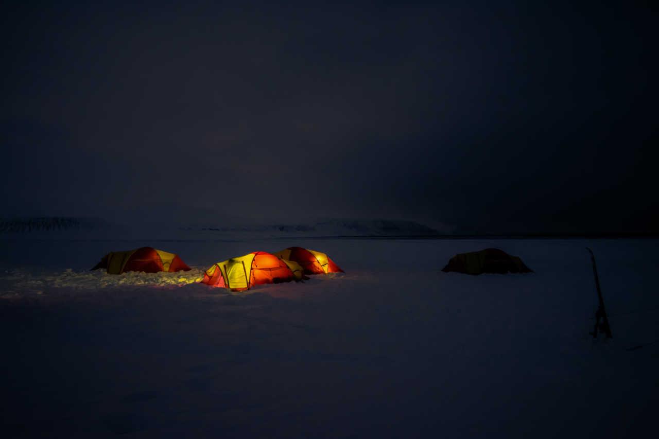 Camp dans la neige, Spitzberg
