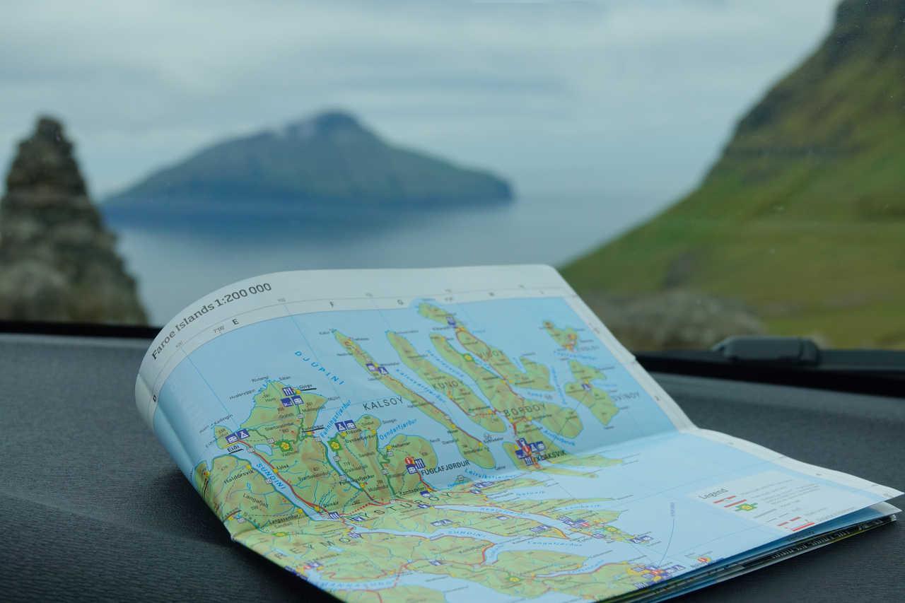 Carte routière aux Féroé lors d'un autotour
