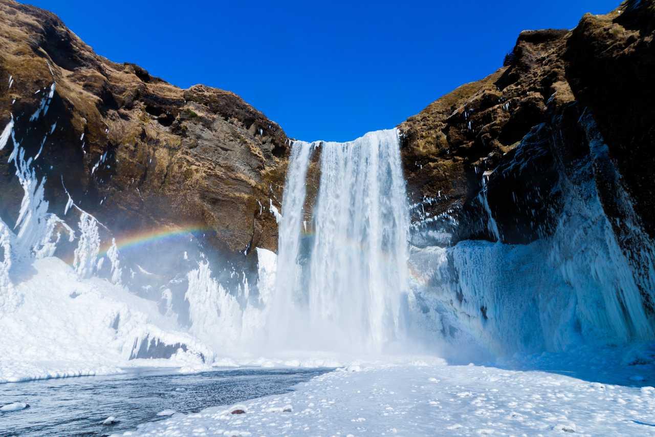 Cascade gelée l'hiver en Islande