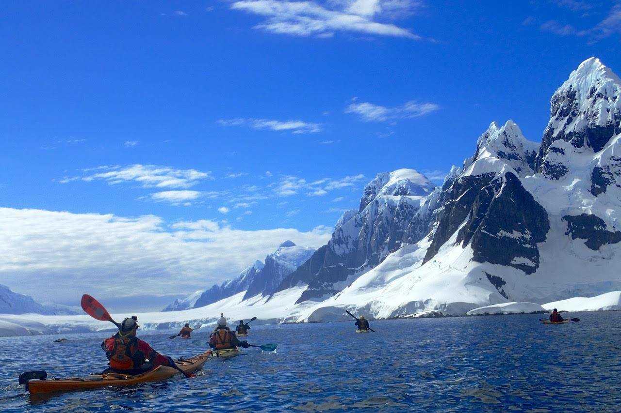 Photo de kayak lors d'une croisière polaire