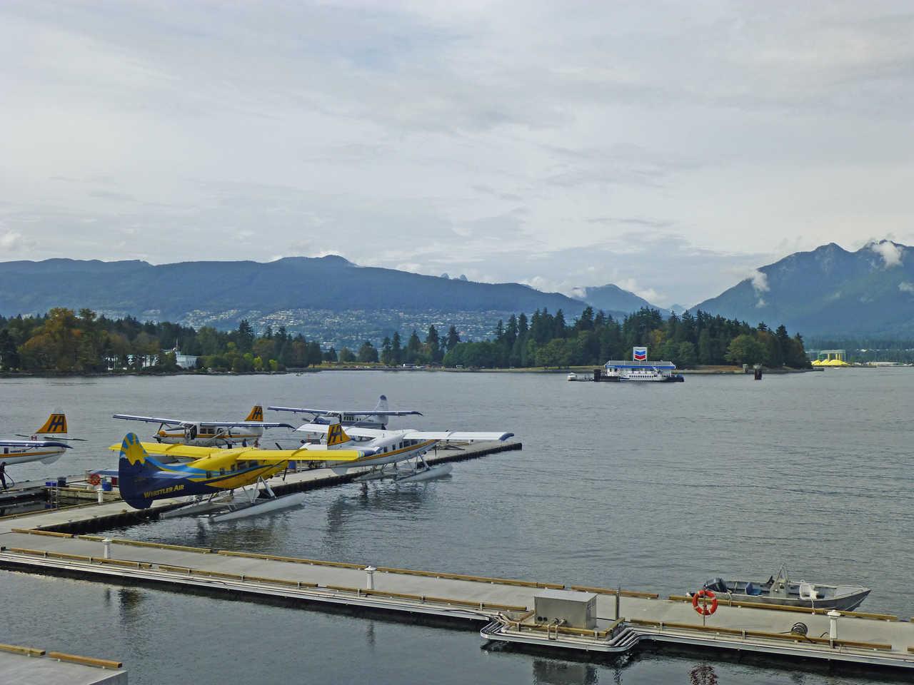 Hydravion dans la baie du port de Vancouver
