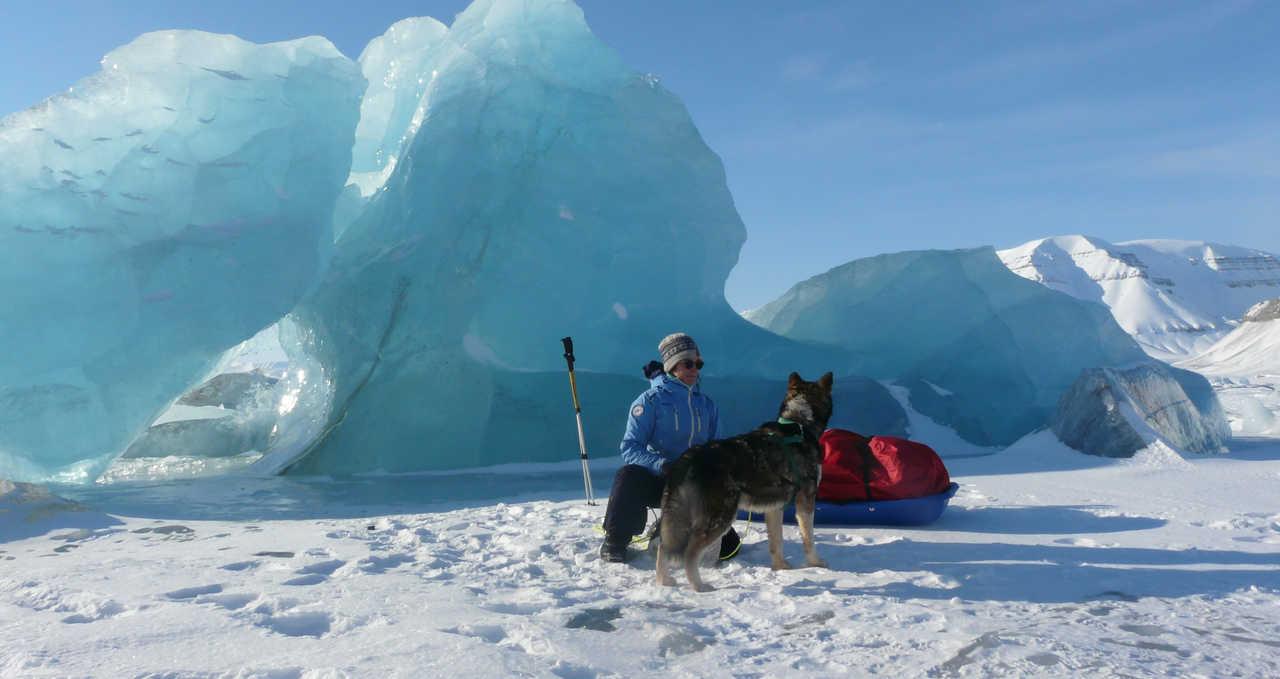 Iceberg dans la banquise Svalbard