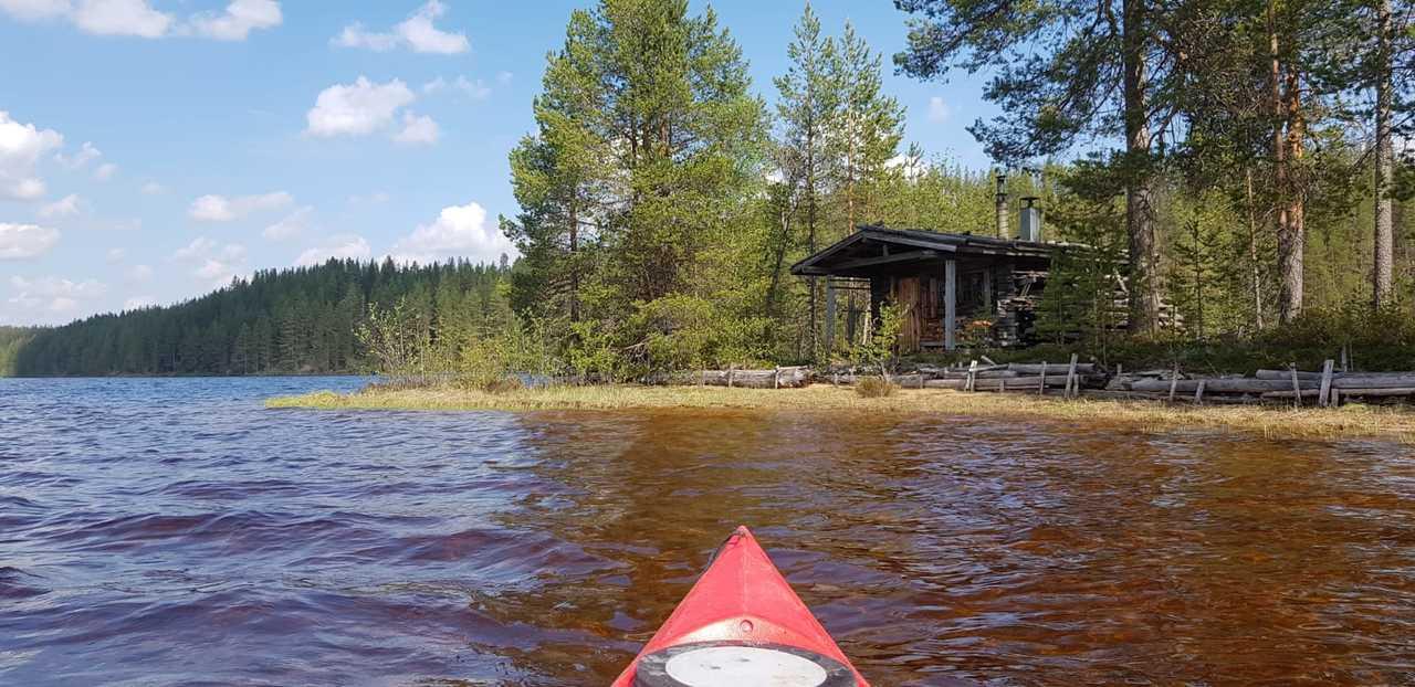 Kayak de mer sur le lac de Hossa, Finlande