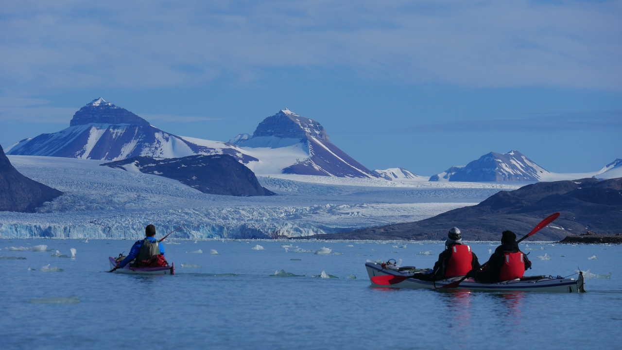 Kayak en baie du roi, Svalbard