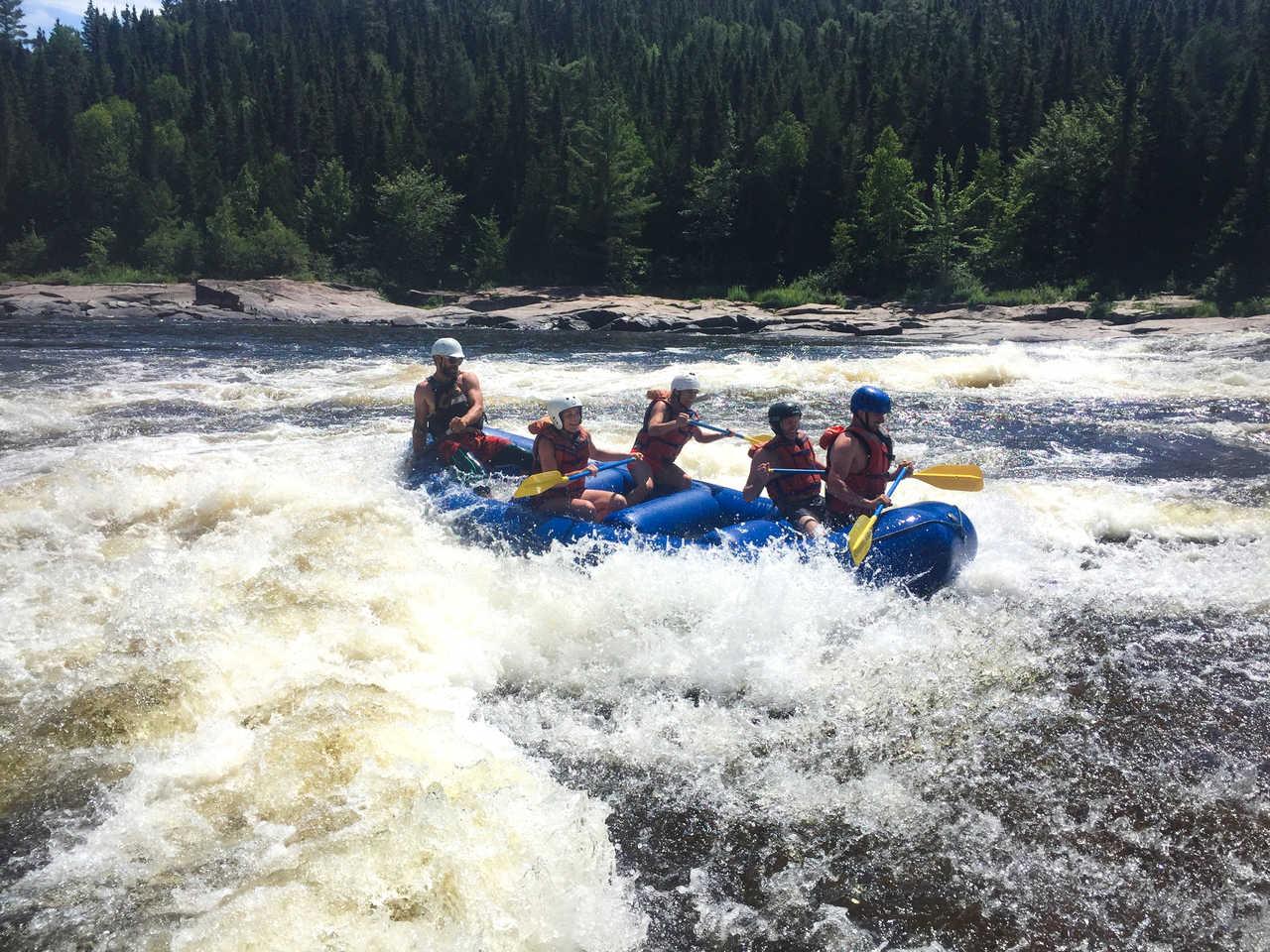 Rafting sur la rivière Mattawin au Québec, Canada