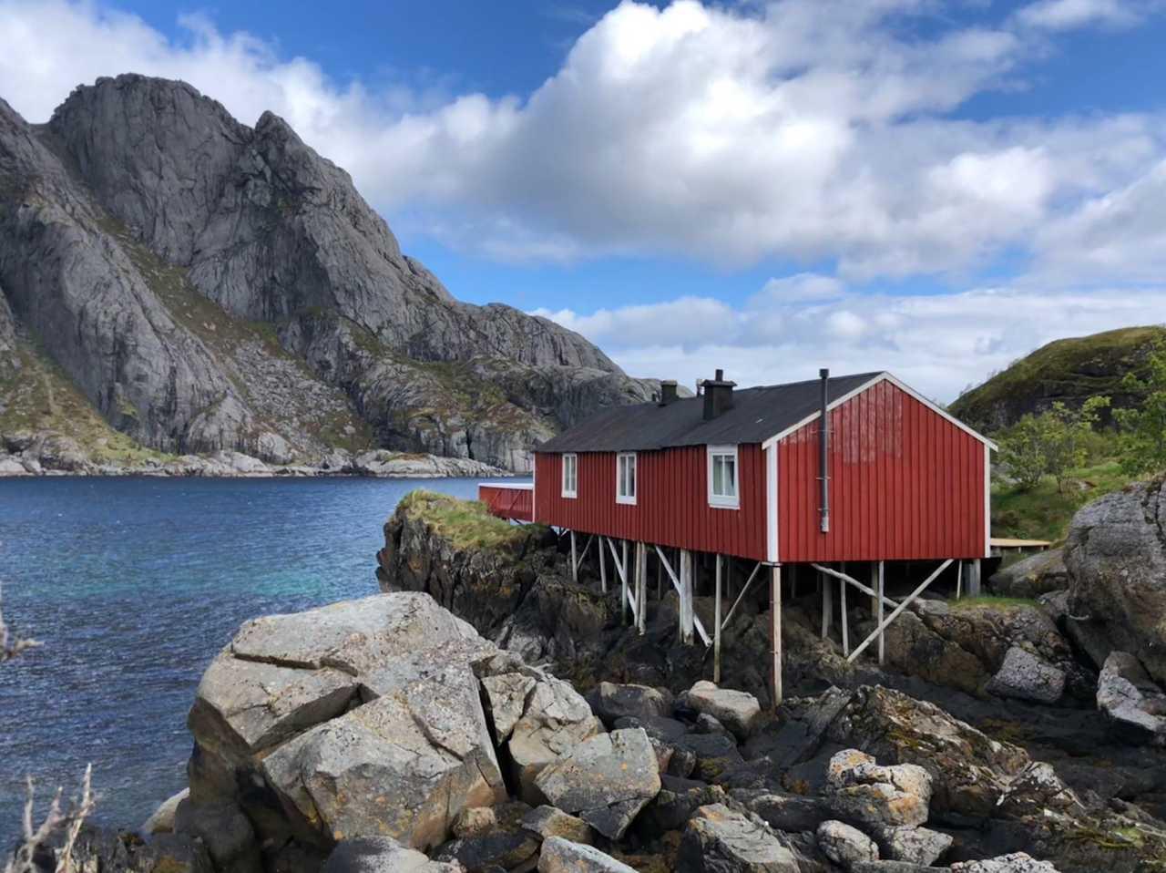 Rorbu rouge en Norvège, île Lofoten