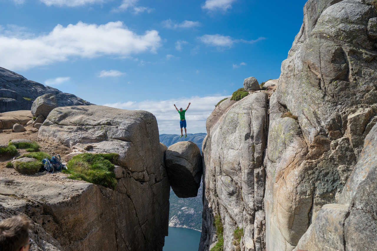 Kjerag  ou la pierre suspendue en Norvège
