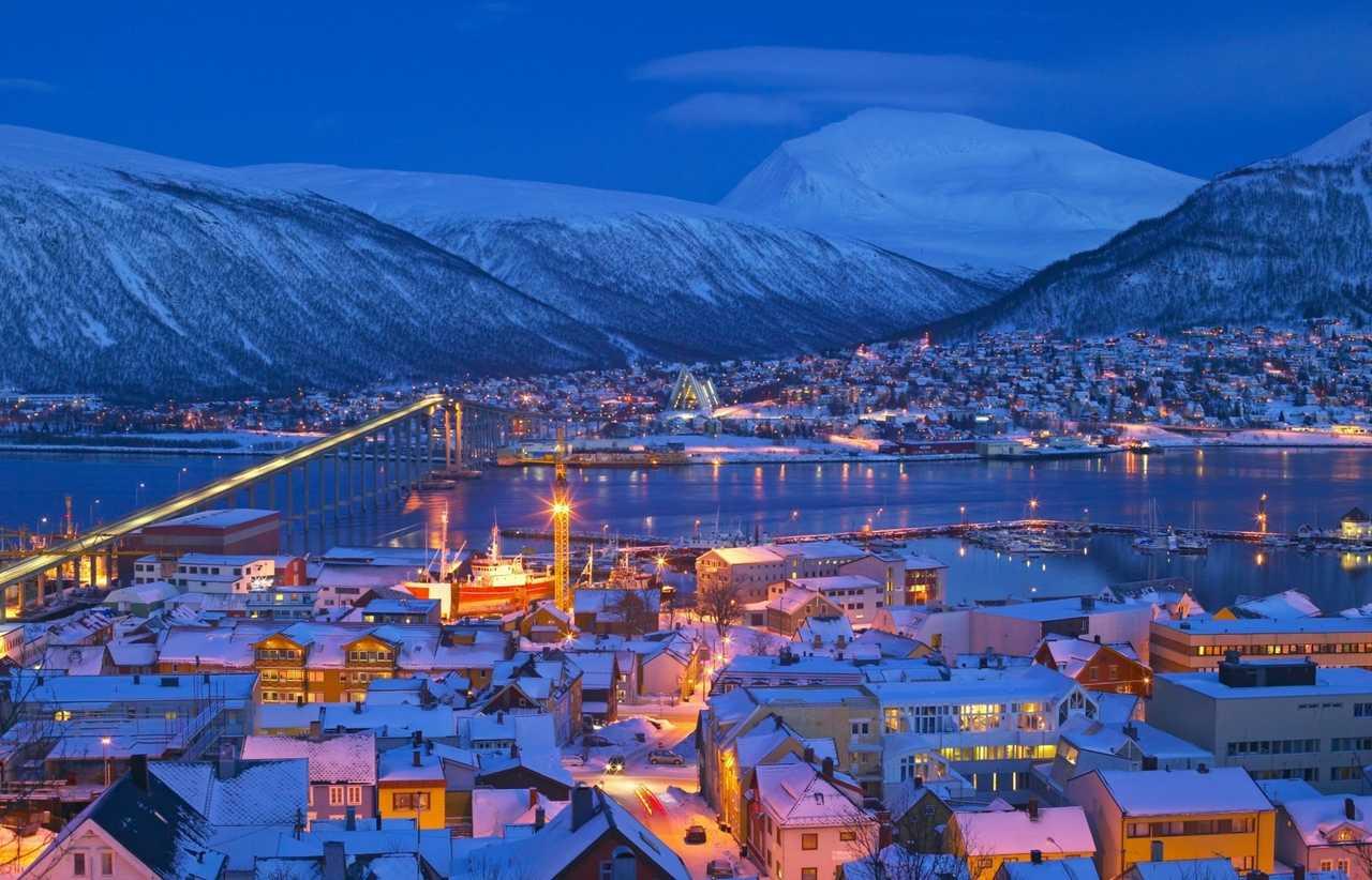 Tromso de nuit sous la neige