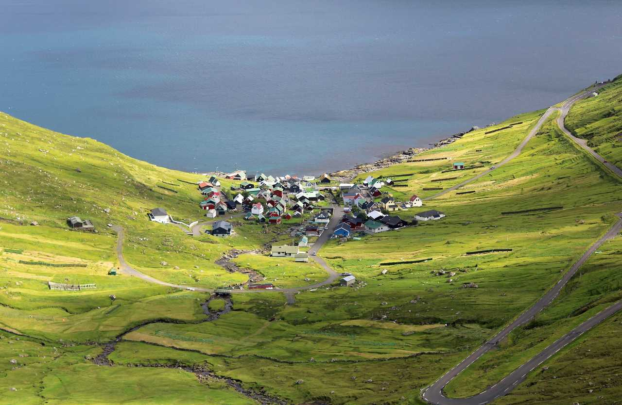Village de Funningur sur l'île d'Eysturoy aux Féroé