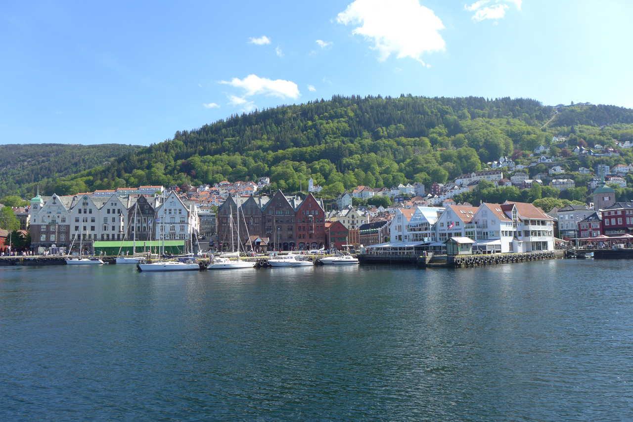 Ville de Bergen l'été