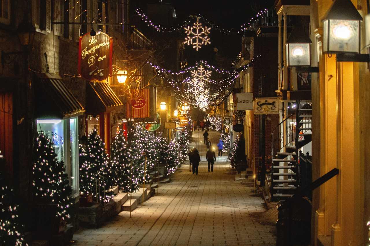 Ville de Québec le soir l'hiver à Noël