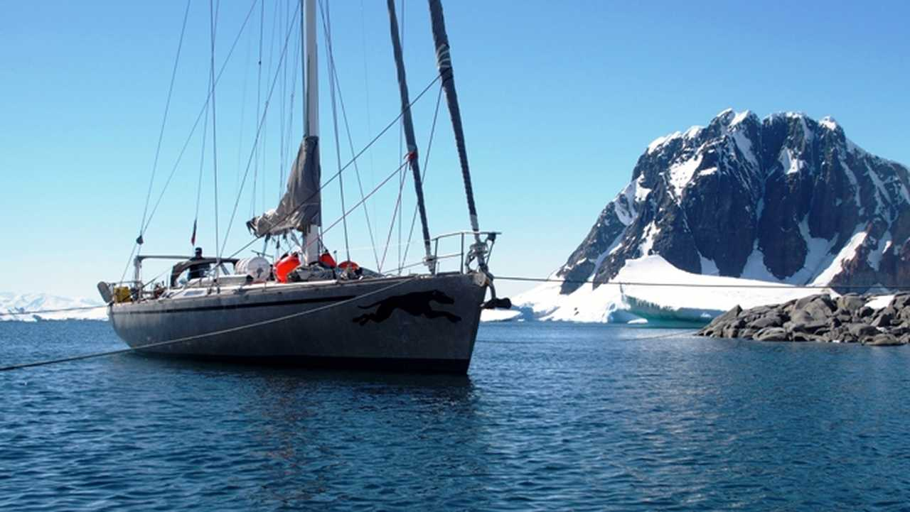 Petit bateau de croisière arctique Tarka
