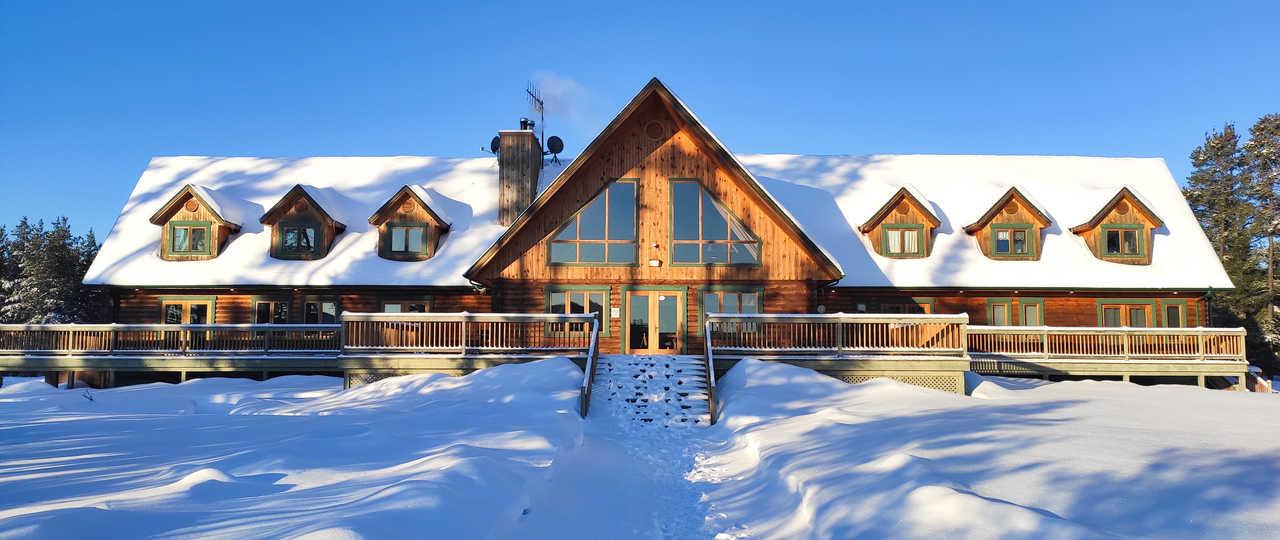 Auberge québecoise du camp Taureau, Canada