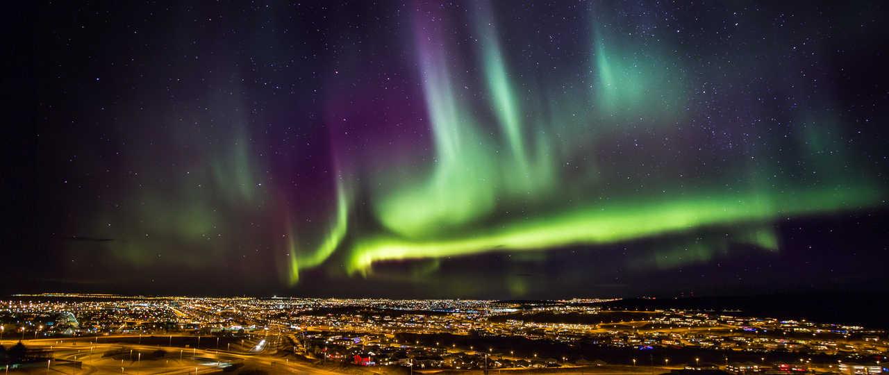 Aurores boréales au-dessus de Reykjavik