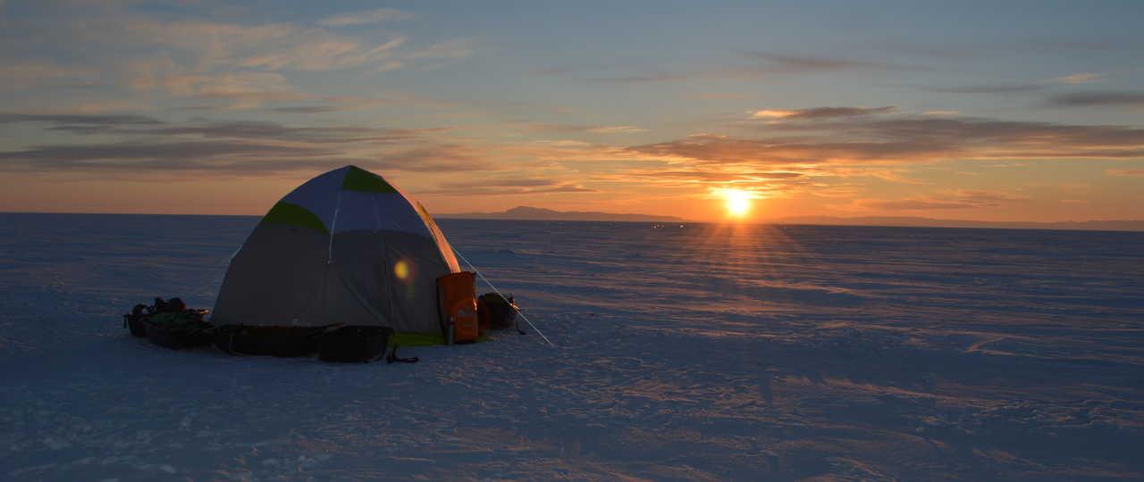 Bivouac sur la glace du Baikal