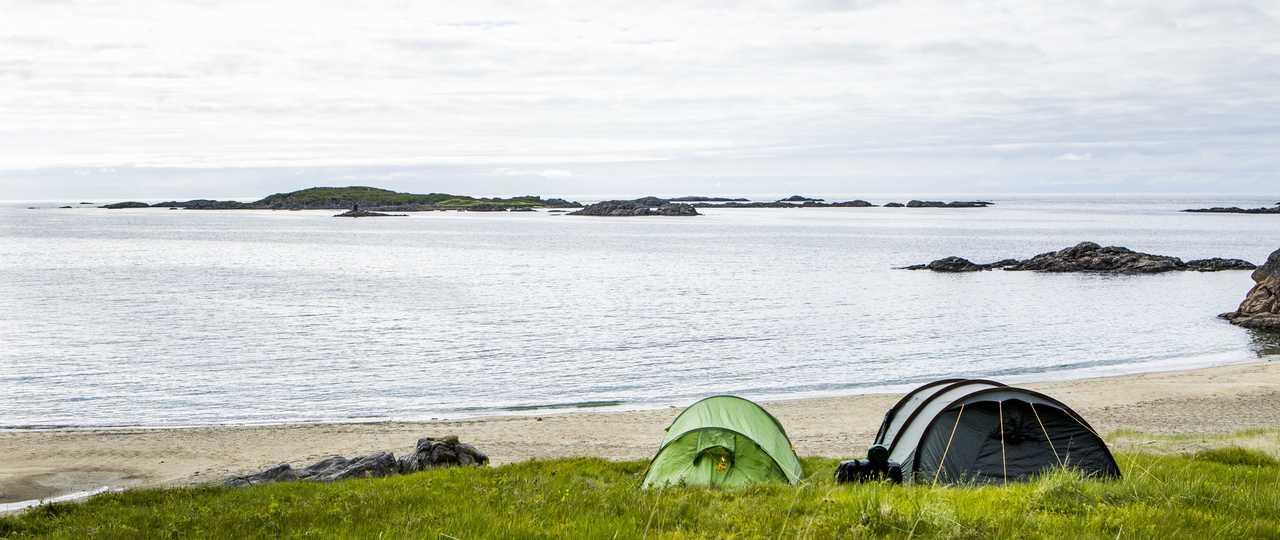 Camp sur la plage de Norvège