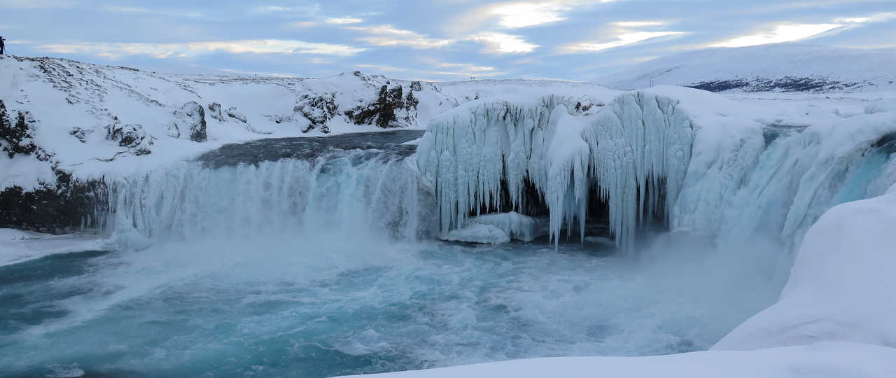 Casacade gelée de Godafoss en Islande