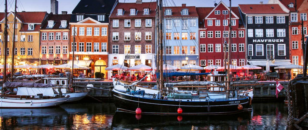 Copenhague son port et ses maisons colorées