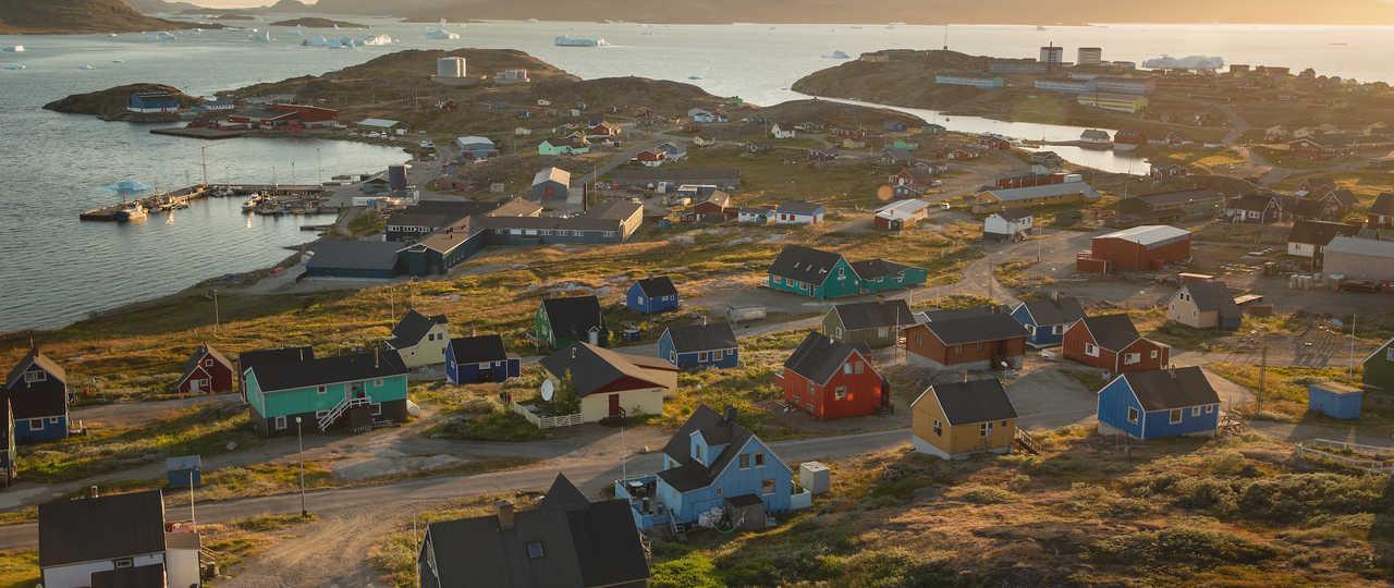 Coucher de soleil sur Narsaq, sud Groenland