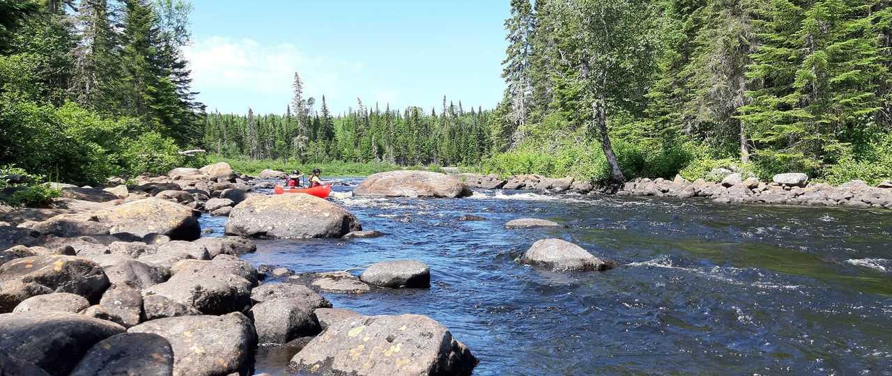 Expédition canoë sur la rivière Batiscan au Québec, Canada