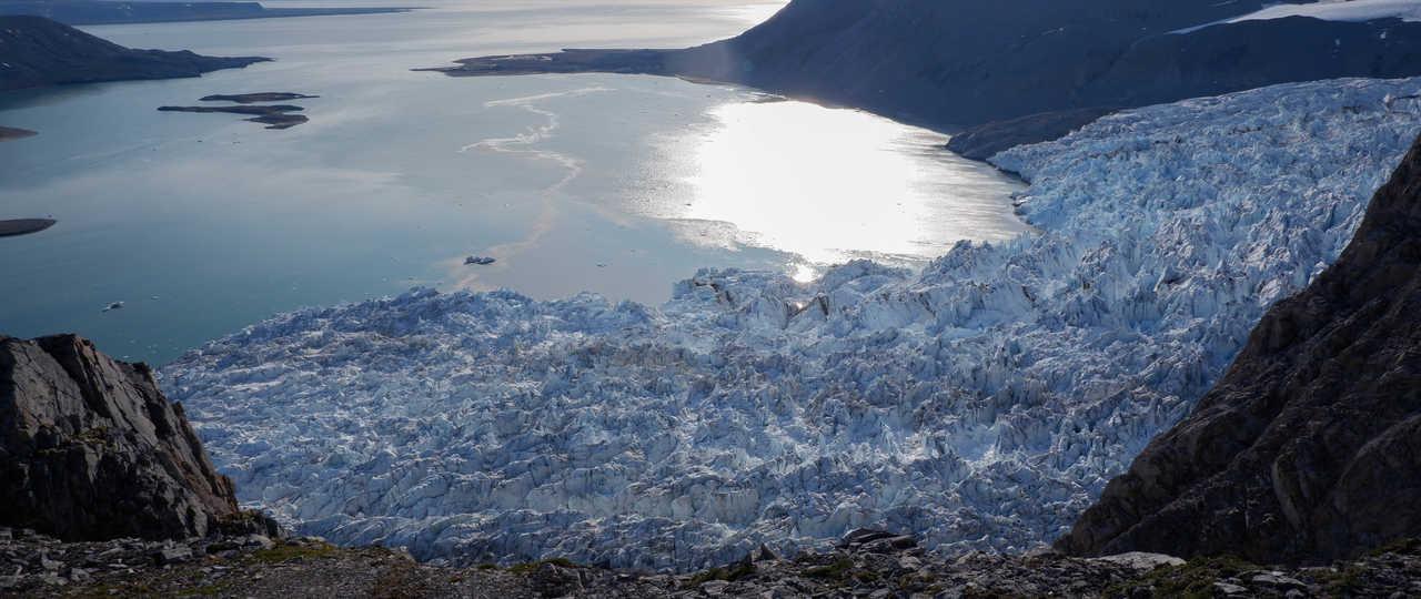 Fjord du Spitzberg, vue sur le glacier Blomstrand, Baie du roi