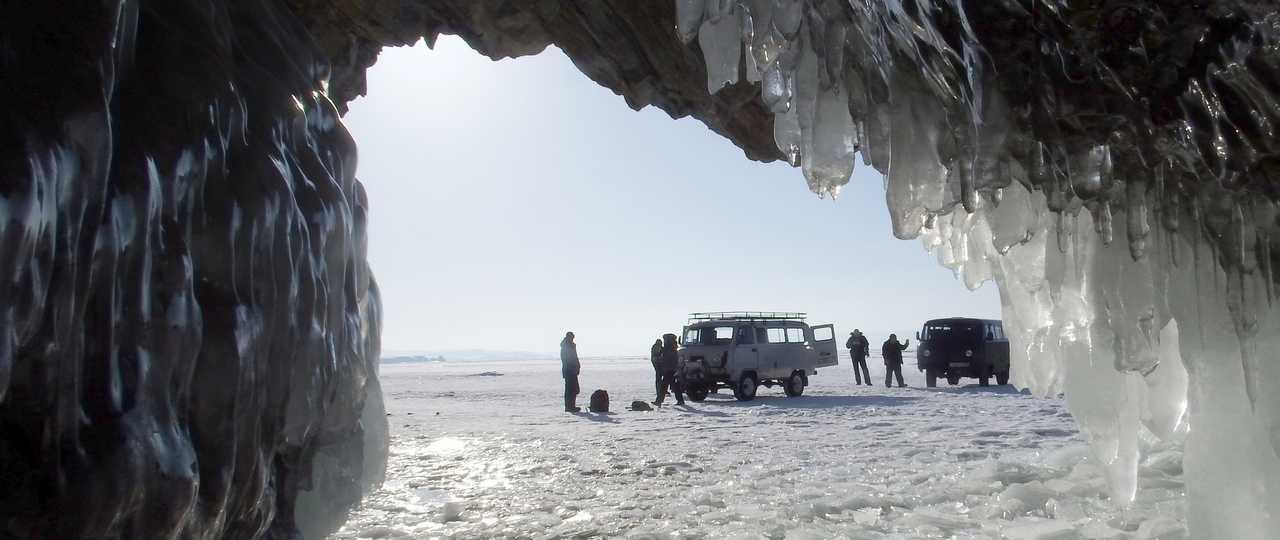 Grotte de glace au lac Baikal