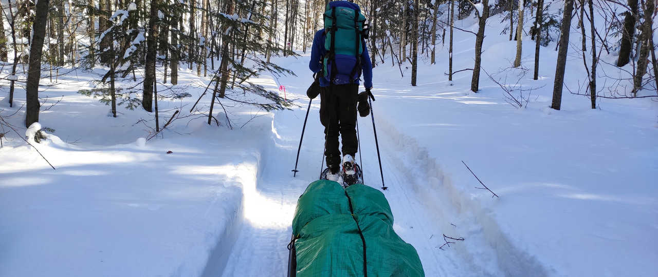 Itinérance l'hiver en raquettes et pulka au Québec l'hiver