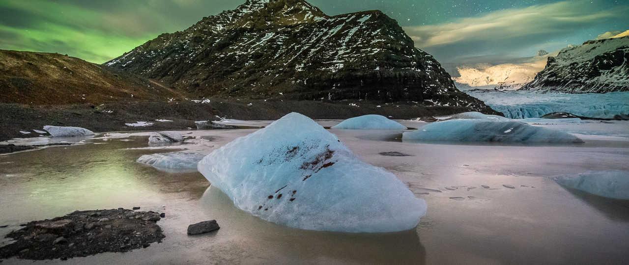 Jokulsarlon en Islande sous les aurores boréales