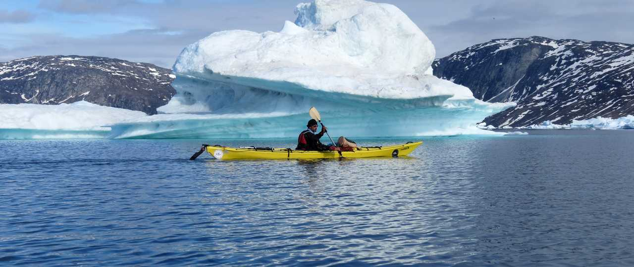 Kayak près des icebergs Groenland