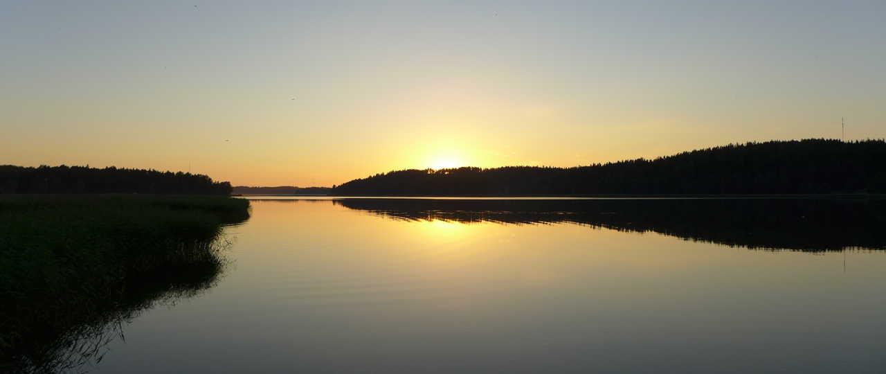 Lac en Finlande l'été