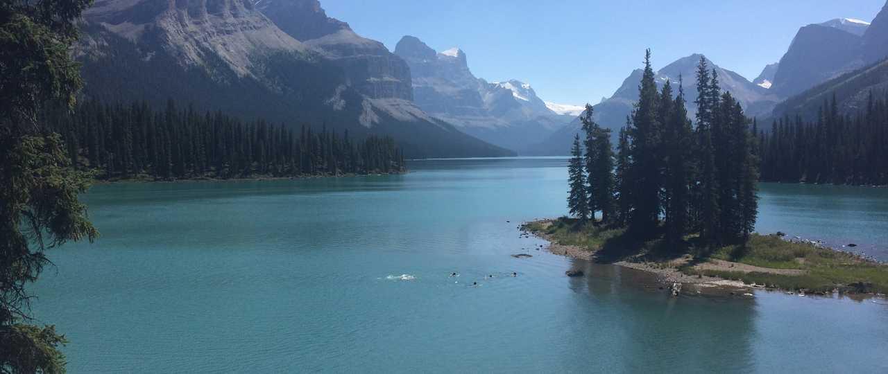 Lac Maligne au Canada dans le parc de Jasper