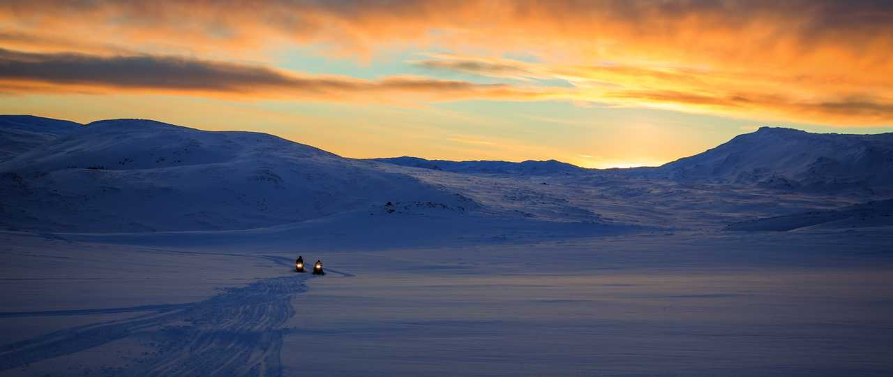 Motoneige en Arctique