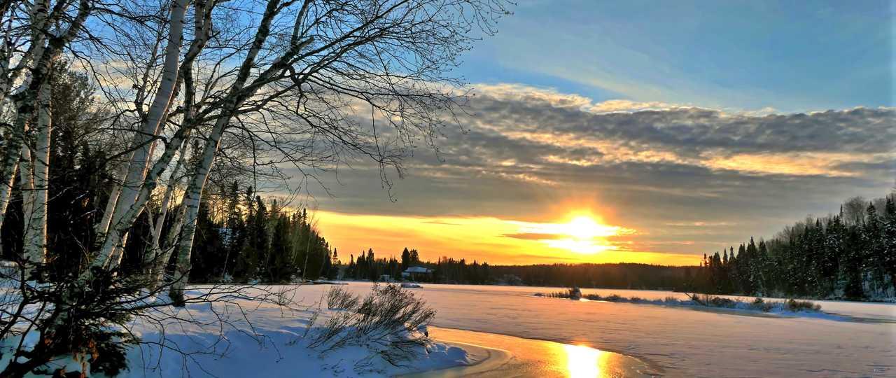 Nature canadienne l'hiver sous la neige