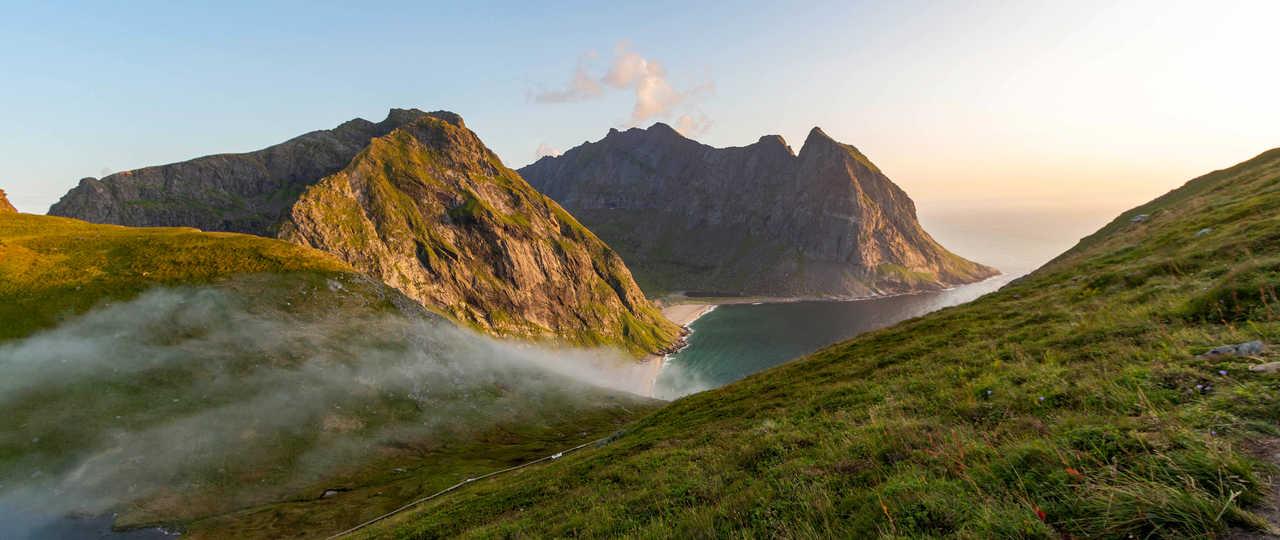 Paysage de Norvège, en haut mont Ryten, vue sur Kvalvika