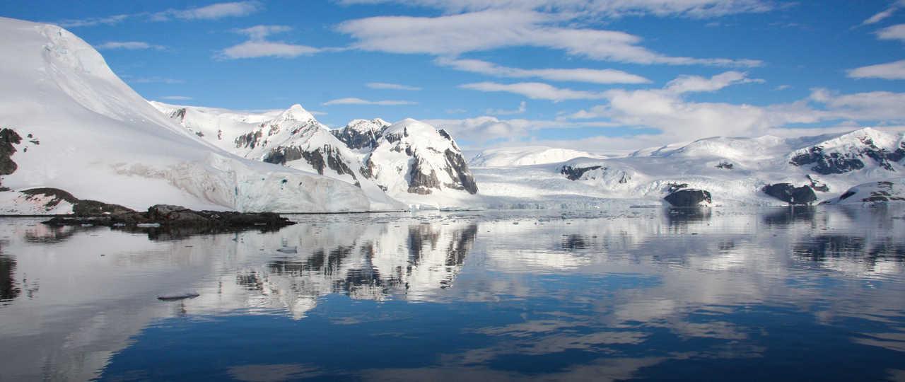 Paysage polaire de l'Antarctique durant l'été austral