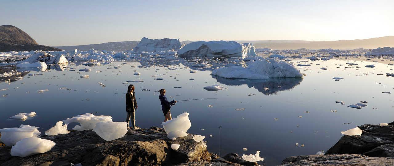 Pêche parmi les icebergs au Groenland