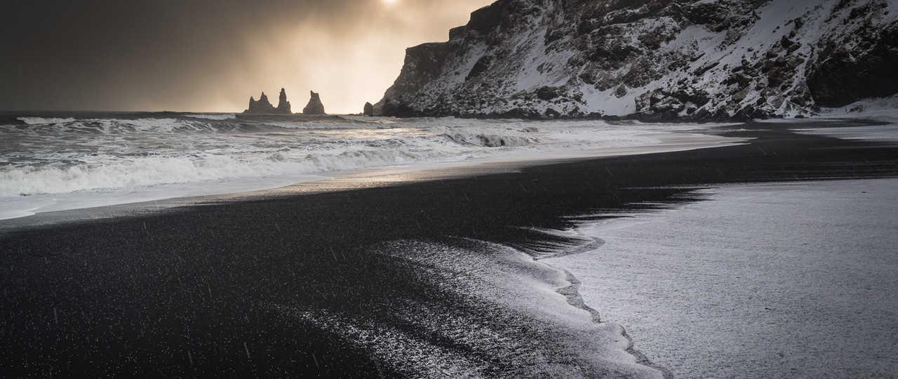 Plage de sable noir en Islande, Vik