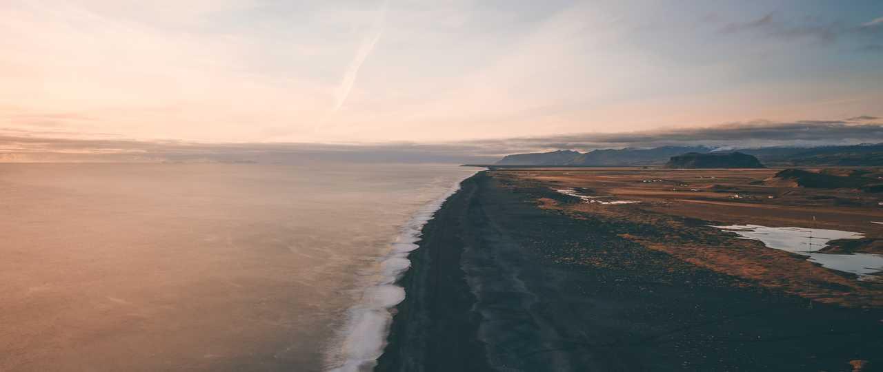 Plage de Vik en Islande l'été